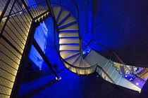 Treppe abwärts, im Wasserturm zu Lüneburg von Hartmut Binder