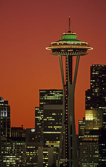 Space Needle at Sunrise von Jim Corwin