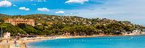 Der Strand von Sainte Maxime an der Cote d'Azur in Südfrankreich by Thomas Klee