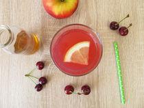 Saure Limonade mit Sauerkirschen, Zitrone und Apfelessig von Heike Rau