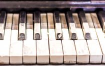 Old dust Piano von freudexplicabh