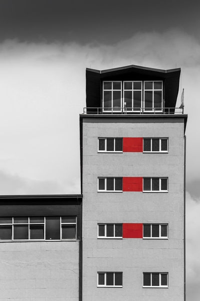 Hauswand-rote-quadrate-1-von-1