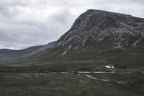 kleines weißes Haus von michael-shumway
