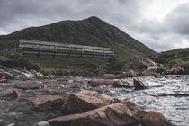 kleine Brücke über wilden Bach by michael-shumway