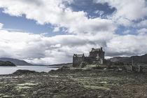Eilean Donan Castle - die Highlander-Burg by michael-shumway