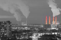 Skyline Wolfsburg mit Kraftwerk, schwarz-weiß-orange von Jens L. Heinrich