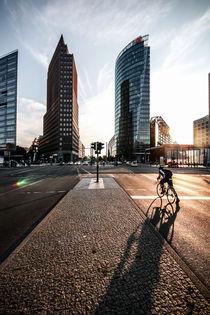 Einsamer Fahrradfahrer am Potsdamer Platz by Karsten Houben