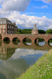 Schloss mit Wassergraben by Bernhard Kaiser