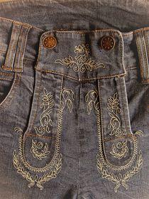 Oktoberfest-Jeans in Lederhosen-Style by assy
