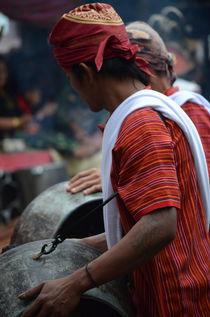Warrior dance of the Torajan people, Sulawesi von firefly