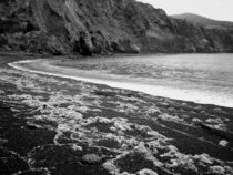 Remote volcanic beach von Gaspar Avila