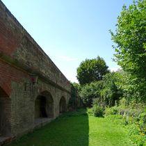 Hinter der Ulmer Stadtmauer by kattobello