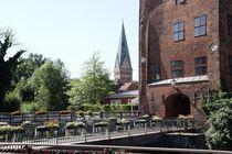 Die Brausebrücke und Turm der St. Johannis - Kirche in Lüneburg; 31.08.2017 von Anja  Bagunk