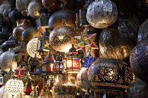 Lanterns for sale in the Souk, Marrakech, Morocco von Danita Delimont