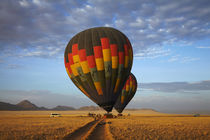 Launching hot air balloons in early light, Namib Desert, nea... von Danita Delimont