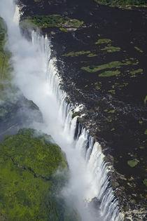Aerial view of Victoria Falls or Mosi-oa-Tunya, and Zambezi ... von Danita Delimont