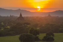 Bagan. Temples of Bagan at sunset. von Danita Delimont