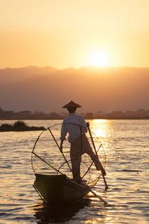 Intha Fisherman, Shan state, Inle Lake, Myanmar von Danita Delimont
