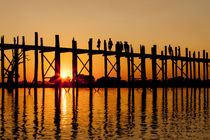 Sunset at U Bein Bridge von Danita Delimont