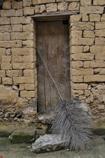 Old Doorway, Traditional village of Xingping with broom in front von Danita Delimont