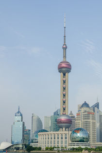 Pearl Tower over Pudong district skyline Shanghai, China. von Danita Delimont