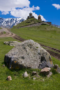 Gergeti Church, near Kazbegi, Georgia von Danita Delimont