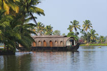 Houseboat on the backwaters of Kerala, India von Danita Delimont