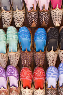 Colorful slippers for sale, Dubai, United Arab Emirates von Danita Delimont