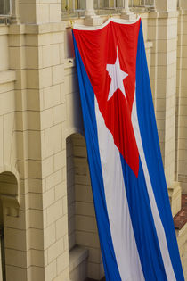 Havana. Museum of the Revolution. Giant Cuban flag hanging i... von Danita Delimont