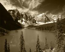 Canada, Alberta, Banff National Park, Wenkchemna Peaks refle... von Danita Delimont