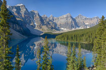Canada, Banff National Park, Valley of the Ten Peaks, Moraine Lake von Danita Delimont