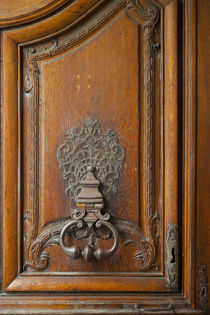 Door knocker at entry to Hotel Carnavalet in the Marais, Par... von Danita Delimont