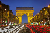 Twilight along Champs Elysee with Arc de Triomphe, Paris, France. von Danita Delimont