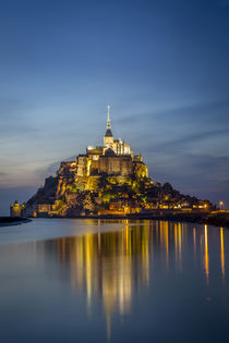 Twilight over Le Mont Saint Michel, Normandy, France. von Danita Delimont