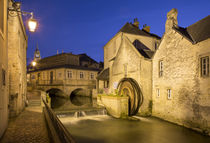 Dusk view over the mill along River Weir and medieval town o... von Danita Delimont