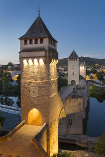 14th Century Pont Valentre and River Lot in Cahors, Midi-Pyr... von Danita Delimont