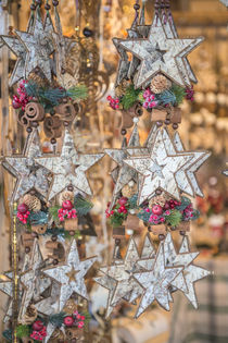 Star-shaped birch bark decorations at Christmas Market, Bamb... von Danita Delimont