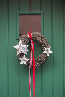 Christmas decoration, wreath on front door, Wertheim, Germany von Danita Delimont