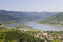 The bend of river Danube near Visegrad von Danita Delimont