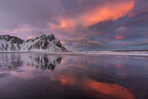 Vestrahorn Mountain in winter near Hofn, Iceland von Danita Delimont