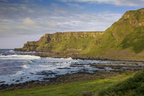 Cliffs above the Giant's Causeway, County Antrim, Northern Ireland von Danita Delimont