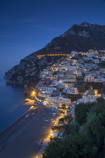 Evening view along the Amalfi coast of the hillside town of ... von Danita Delimont