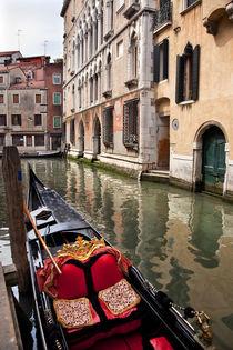 Small Side Canal Bridge Gondola Venice Italy von Danita Delimont