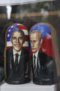 Obama and Putin nesting dolls von Danita Delimont