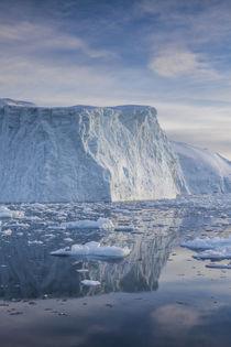 Greenland, Disko Bay, Ilulissat, floating ice at sunset von Danita Delimont