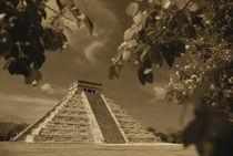 Mexico, Yucatan Peninsula, Chichen Itza, View of el Castillo pyramid von Danita Delimont