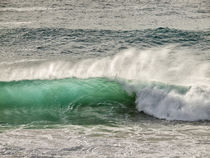 USA, California, Big Sur, Green backlit wave at Garrapata State Beach von Danita Delimont