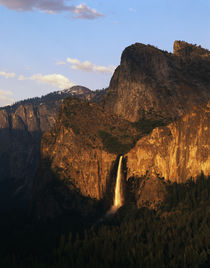 USA, California, Yosemite National Park, View of Bridalveil ... von Danita Delimont