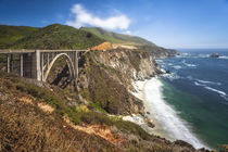 The Bixby Bridge along Highway 1 on California's coastline von Danita Delimont