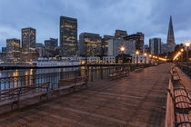 Looking to the skyline from Pier on the Embarcadero in San F... von Danita Delimont